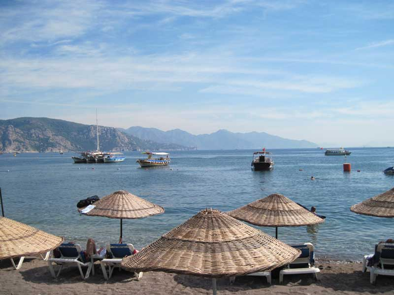 Turunç Beach - filled with trip boats for the Monday market
