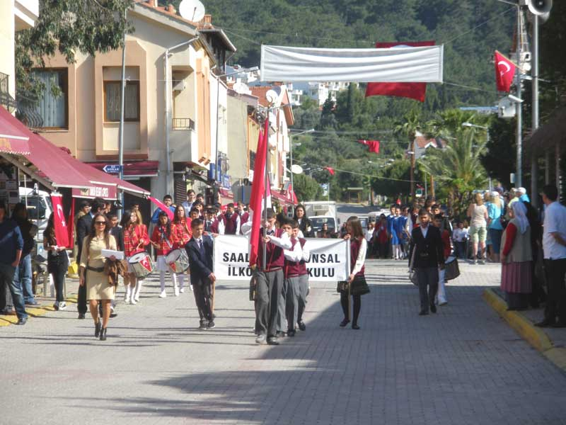 Children's Day in Turunç - school children parade down the main street