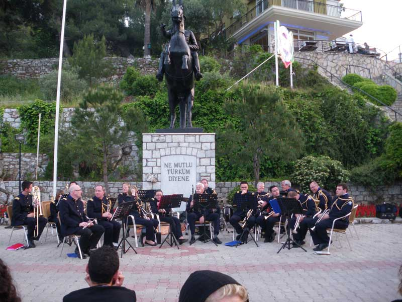 The Kent Armoni Orchestra playing at the harbour