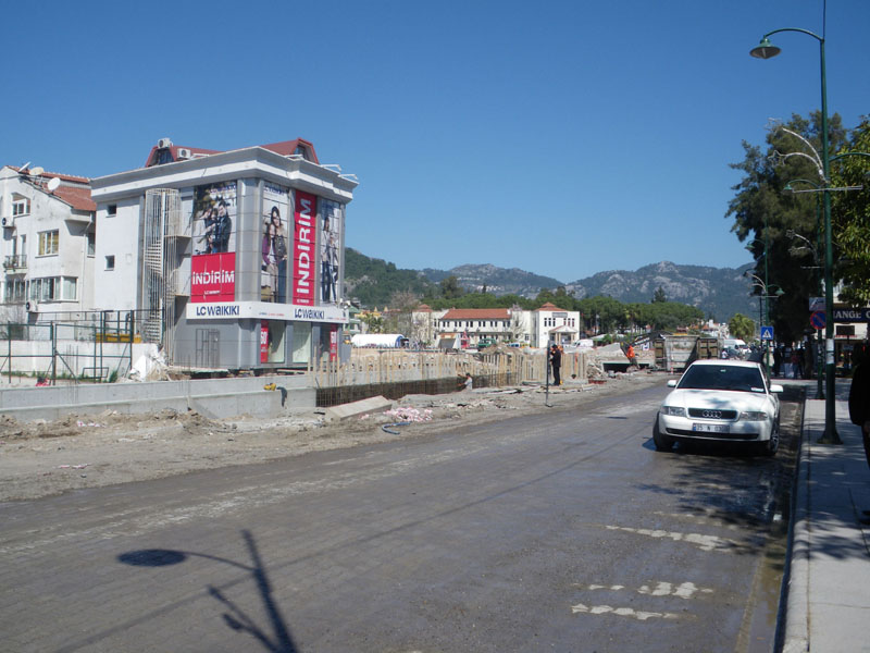 Marmaris work continues - looking from Ataturk statue towards old Tansaş