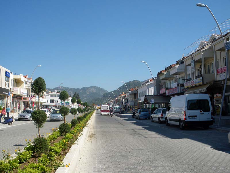 Major work in Marmaris - the road from the centre towards HSBC bank