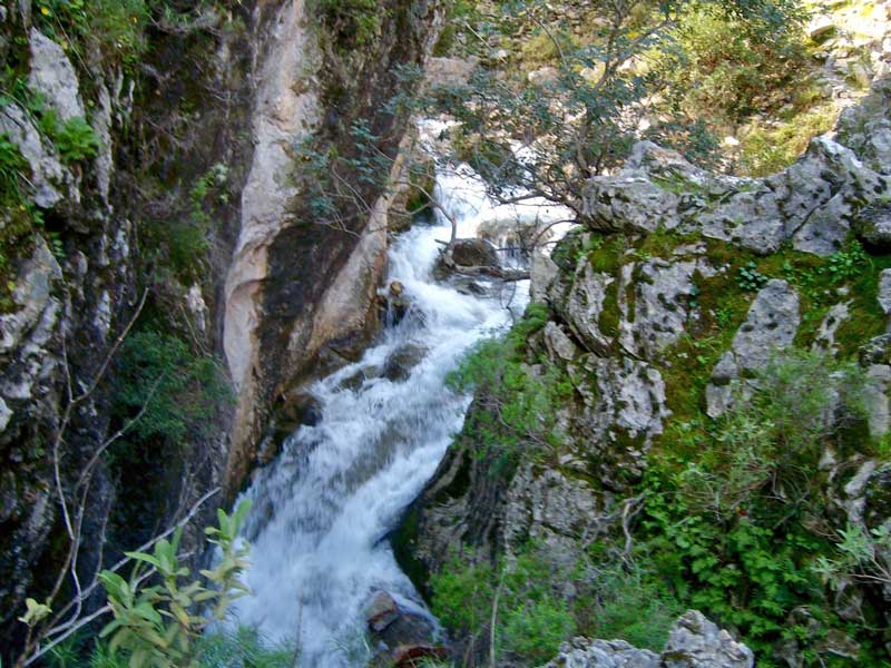 Turunç waterfall walk
