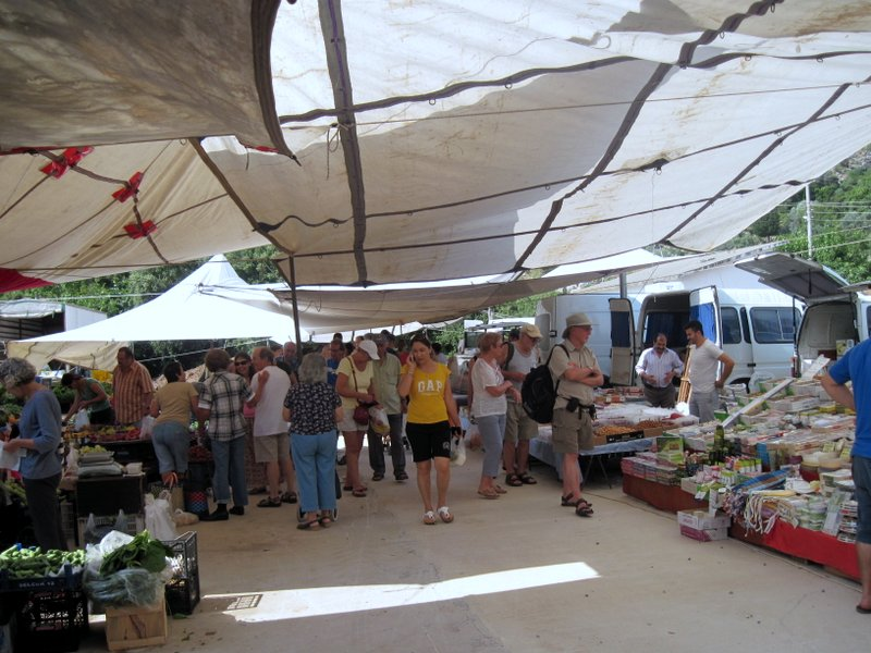 Turunç Market - plenty of shade in the new location